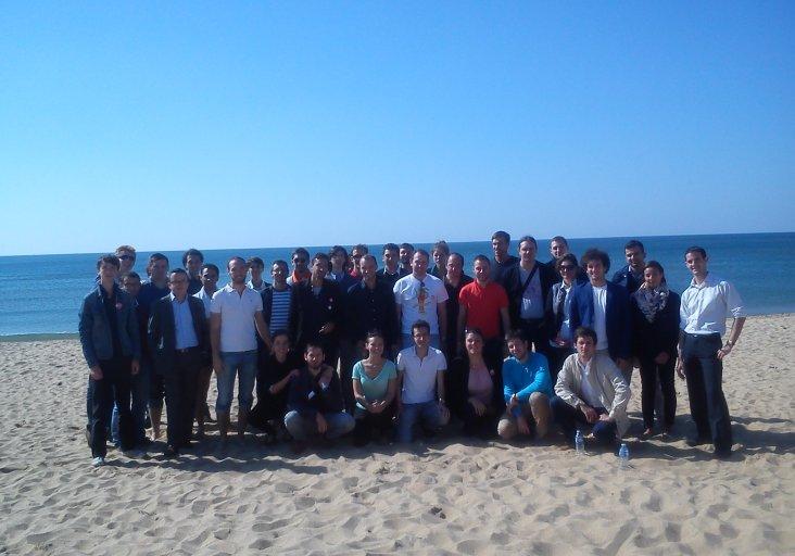 photo de groupe des JDem sur la plage le dimanche midi
