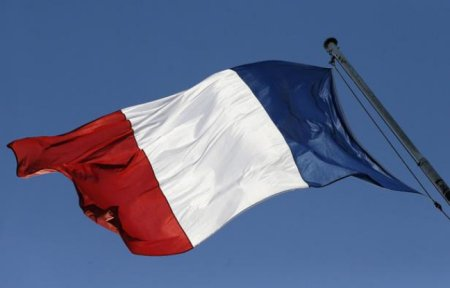 648x415_drapeau-francais-illustration